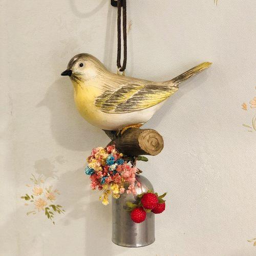 Birdie-on-branch