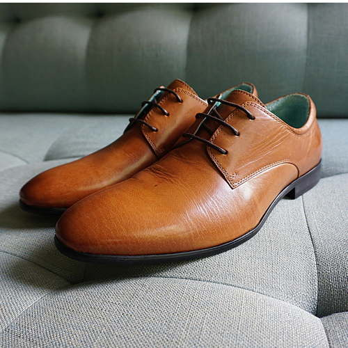 Classic Derby in Tan