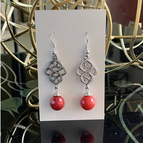 Celtic knot - cherry red