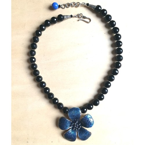 Black & Blue flower