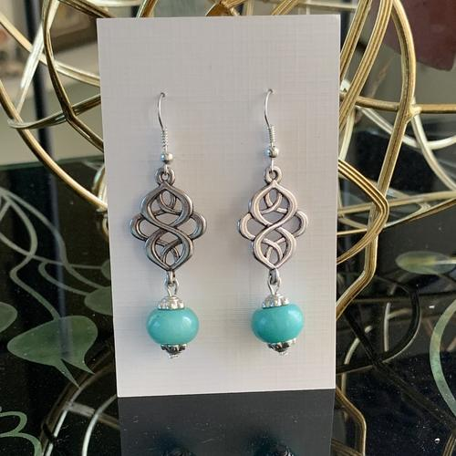 Celtic knot - Teal with caps