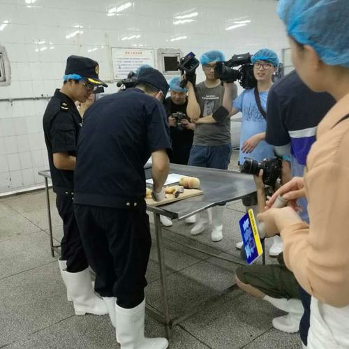 奉化水蜜桃預訂,一盒8個,每個200-300g以上 正貨識別:認可菓園編號,經正規檢疫直運香港.