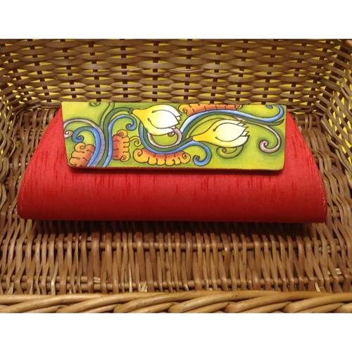 Vermilion painted clutch
