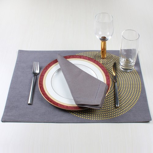 Grey With Yellow Dots Mats And Napkin Set