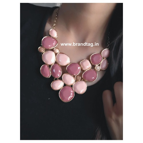 Alluring Contemporary Casual Necklace !