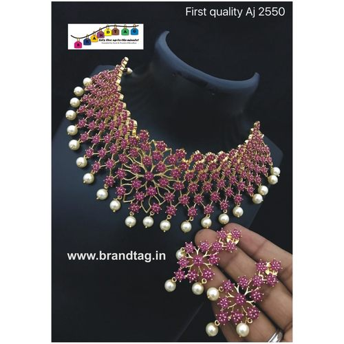 Contemporary Necklace set !