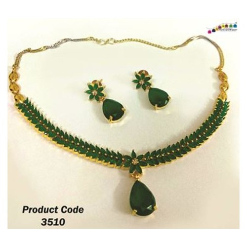 Mesmerizing Contemporary Stone studded Necklace Set with Dual Colour Chain !