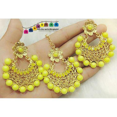 Unique Yellow & Golden Mangtikka + Earrings Combo!