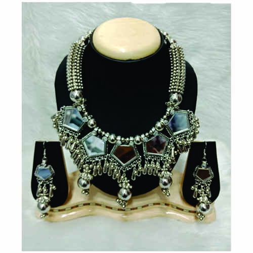 BrandTag's Athiya Necklace set for women !
