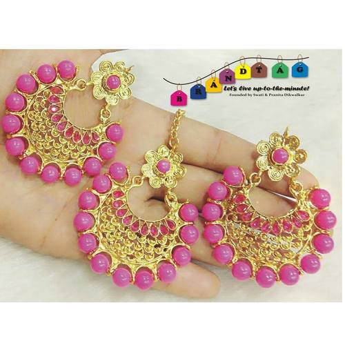 Captivating Pink & Golden Mangtikka + Earing Combo!