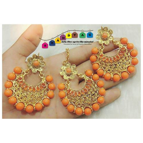 Eye pleasing  Orange & Golden Mangtikka + Earring Combo!