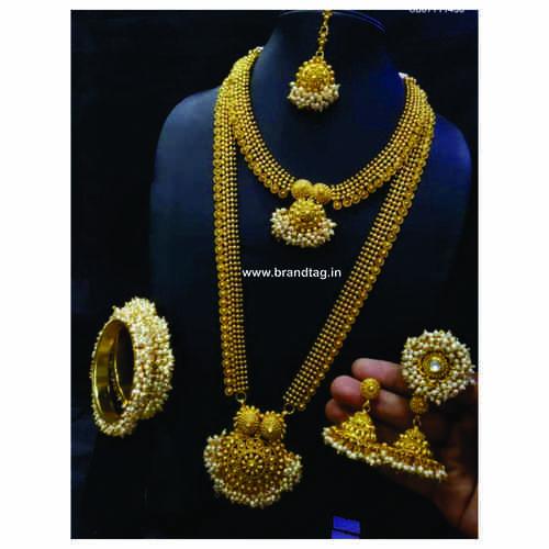 BrandTag's Apeksha Necklace set for women !