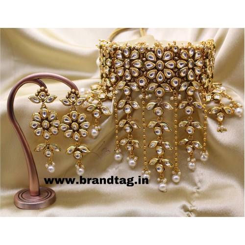 BrandTag's Uniquely designed Kundan studded Necklace set from its Pratichi Collection !