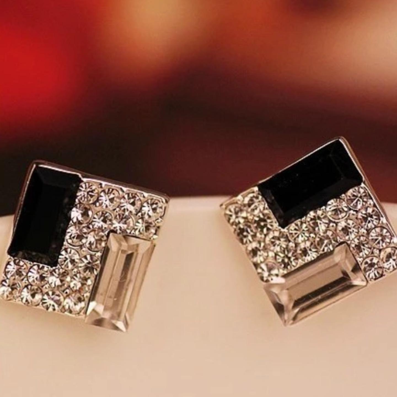 Фото модных сережек с бриллиантами
