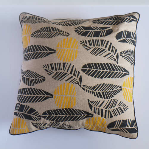LEAF DESIGN CUSHION COVER (16inches*16inches)
