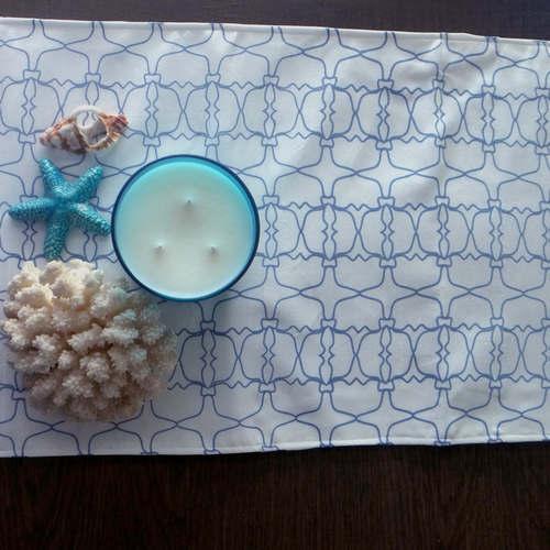 BLUE JAALI OUTLINE TABLE RUNNER