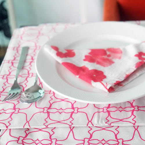 PINK JAALI OUTLINE TABLE MAT
