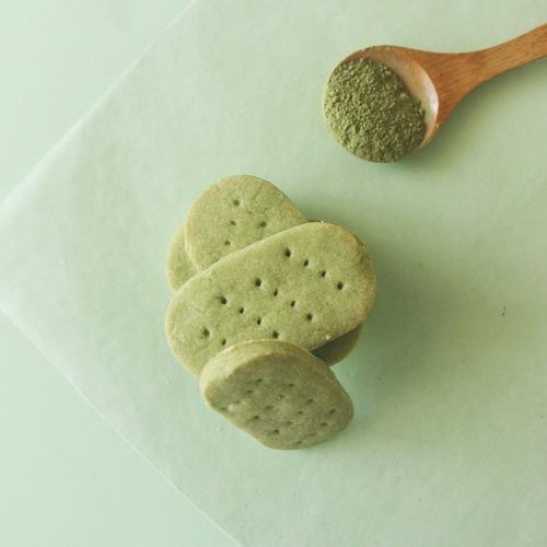 Matcha Shortbread Cookies [Eggless]