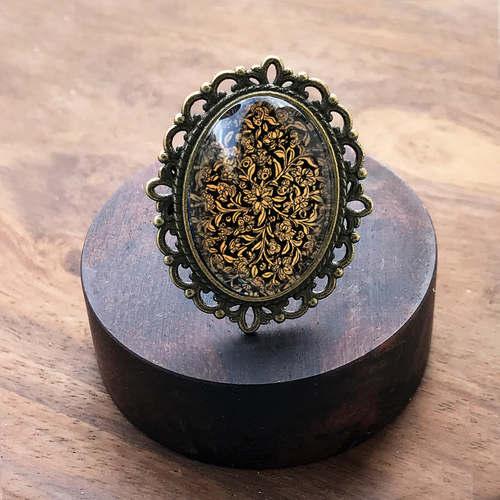 Adjustable Oval Ring - Kashmiri Papier-mâché box, detail