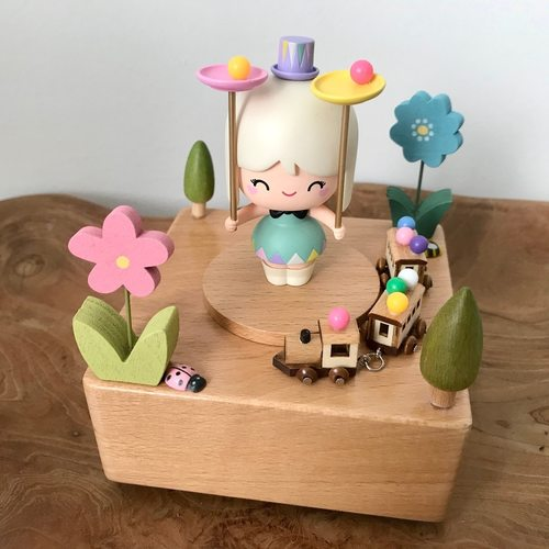 Momiji Balancing Art Music Box