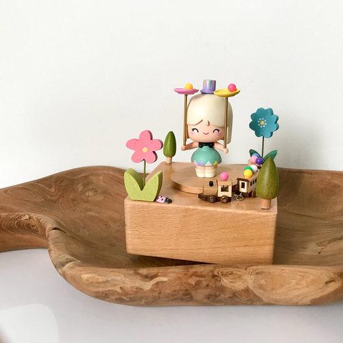 Momiji Balancing Art Music Box