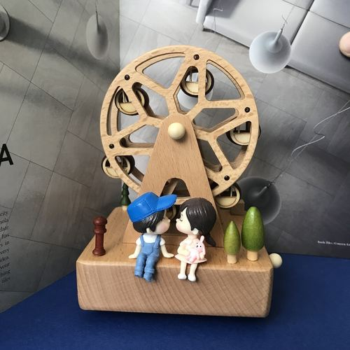 Ferris Wheel Music Box with couple