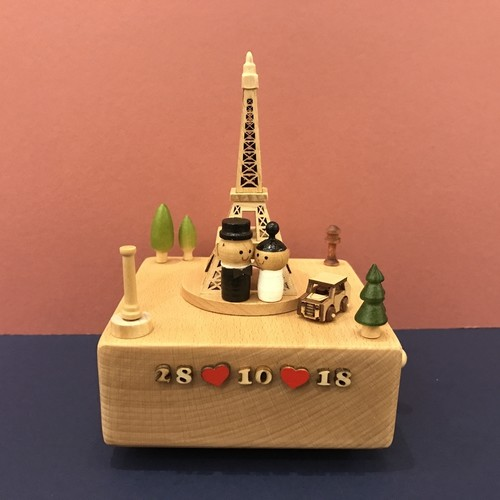 Effiel Tower Couple Music Box