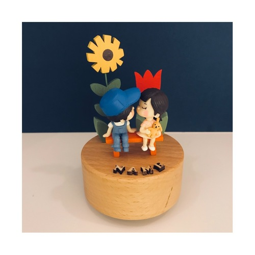 Couple with 2 Flower Music Box