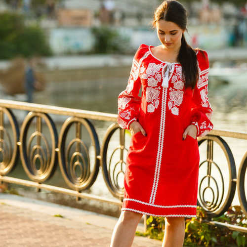 Red linen dress with floral embroidery - Size M