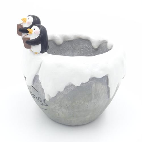 Cutiee 3 penguin on pot