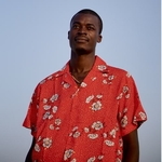 Nyekundu Shirt