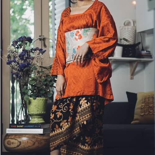 Aka Kimono Kurung Set with Gold Sakana Obi