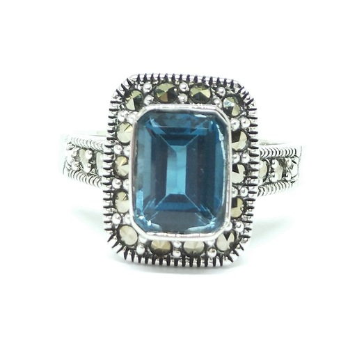 Classic Demure (London Blue Topaz)