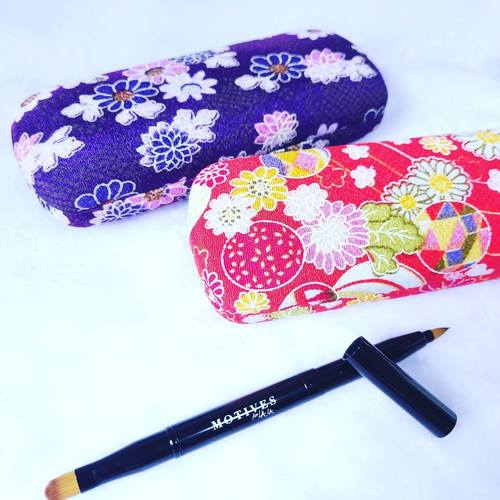 Motives Retractable Lip  Eye Brush