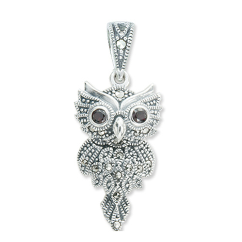Owl pendant with dangling tail