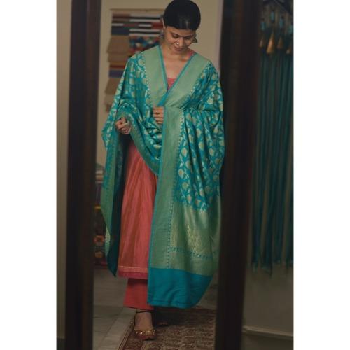 Handllom moonga silk dupatta with floral silver jari jaal motifs