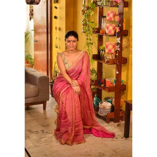 Handwoven Jari blended Linen Saree.