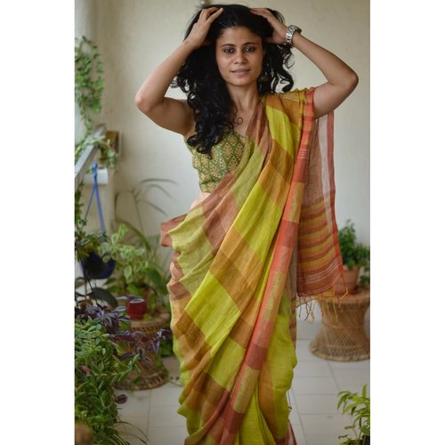 Handwoven check box linen sari with jari pallu