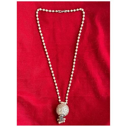 Handmade silver neckpiece with lumba design