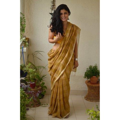 Handwoven check box linen sari with jari pallu.