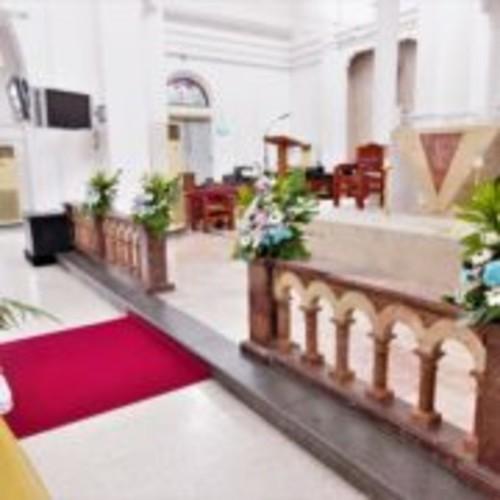 Church Wedding Elite                                                        Wedding Arch + Car Décor