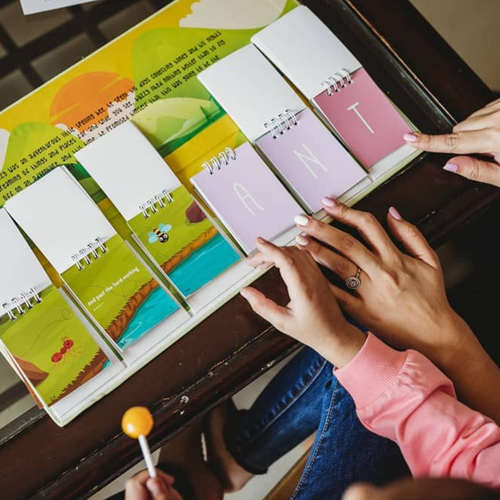 The Spelling Flipbook - Spell 3-4-5 letter words by going through this adorable adventure!