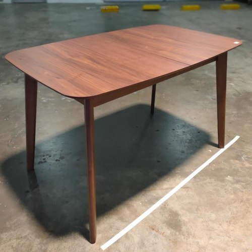 TRAX II Extendable Dining Table in Walnut