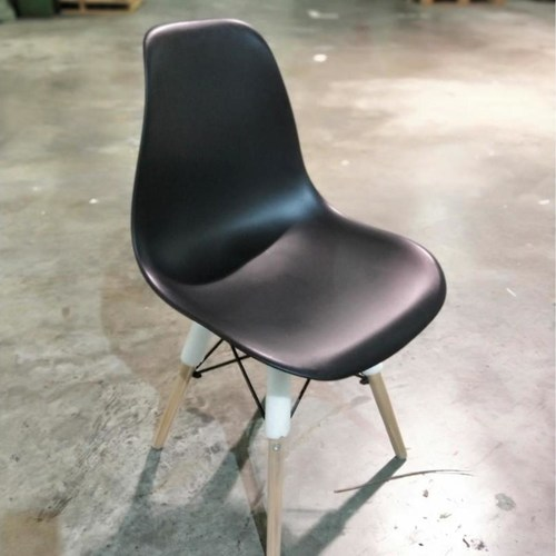 RAZ Eames Designer Chair in BLACK SET
