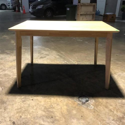TITAN Regular Dining Table in OAK