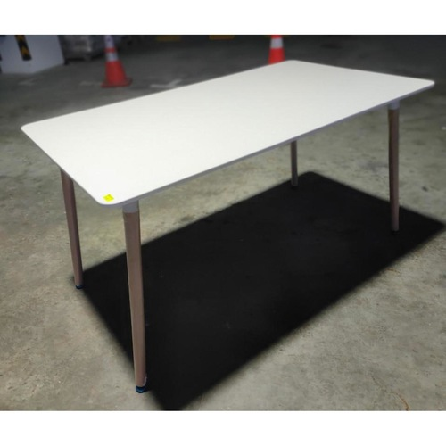 VIENNA Dining Table in WHITE (L)