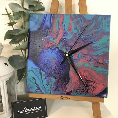 Acrylic pour Clock