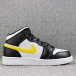 Air Jordan Retro 1 Mid Black White