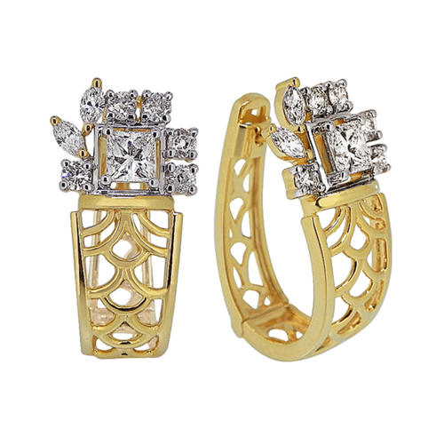 A filigree inspired striking gold lattice work diamond earrings and bracelet