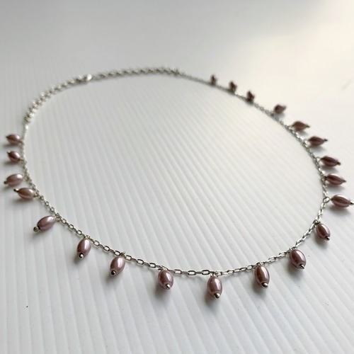Close up view of RIZZO grey rice pearl chain necklace